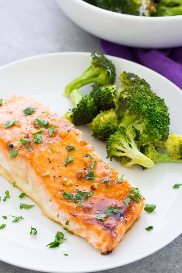 schnelle gerichte für jeden tag, leichtes abendessen für den sommer, lachs mit honig und brokkoli