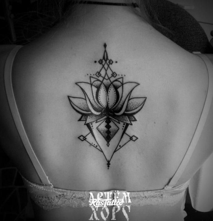 symbol für neuanfang, buddhistische tattoo motive, lotus in kombination mit geometrischen elementen