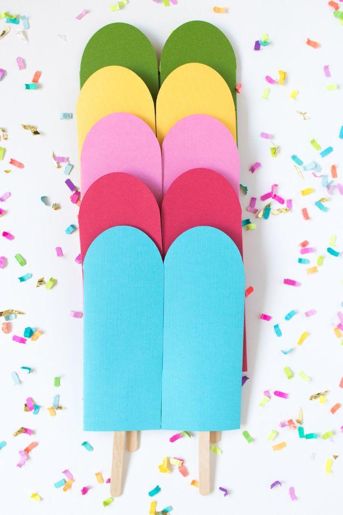 einladungskarten geburtstag, bunte karten blau, rosa, lila, gelb, grün, doppelstieleis form