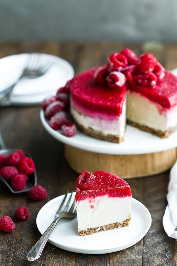 ausgefallene torten rezepte, cheesecake mit himbeeren, frischkäsekuchen rezept mit früchten
