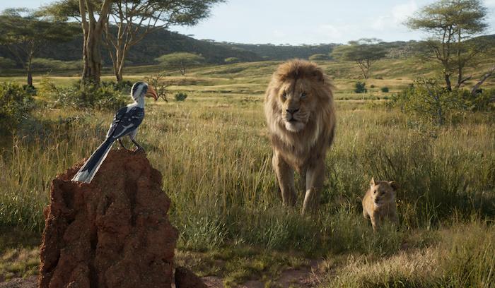 ein blauer vogel zazu und zwei gelbe löwen, eine szene aus dem film der könig der löwen, mufasa und simba