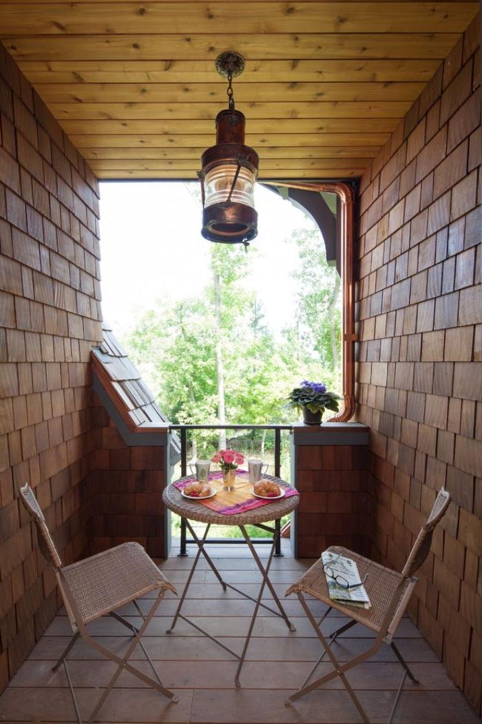 balkon deko, kleiner balkonraum mit schönem aussicht, lampe, balkon von einem haus