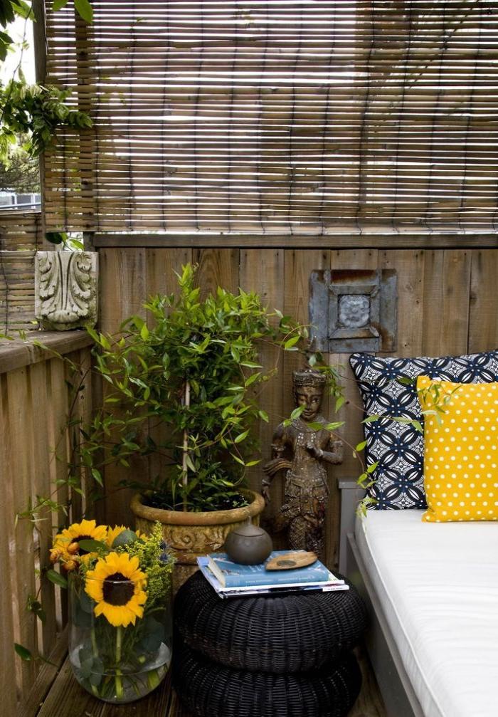 balkongestaltung, deko ideen inspiriert von afrika, eine figur als schützer der wohnung