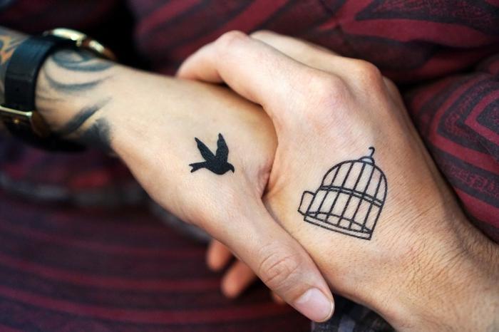 ein Vögel und ein Käfig, eine schlaue Tätowierung, beliebte Tattoos