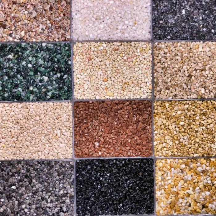 viele kleine Steine in einem Bodenbelag, Steinboden zu verlegen von einem prominenten Verleger