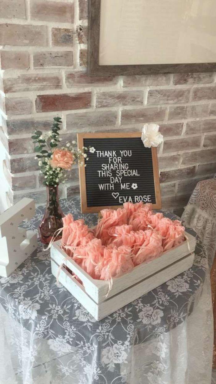 deko taufe junge, gastgeschenke ideen zum kleinen dankeschön sagen, hausparty, rosa tüten mit geschenke