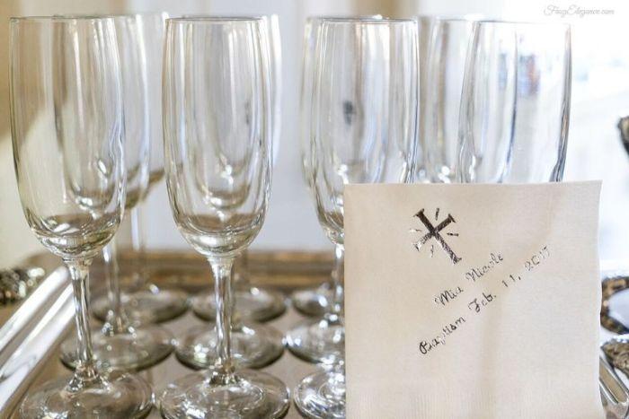 gastgeschenke konfirmation, dekorationen und nützliche elemente an der party, champagner gläser mit botschaft
