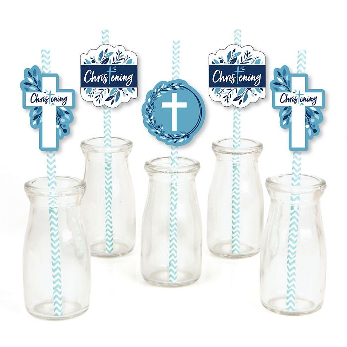 gastgeschenke kommunion, glas flaschen, kreuz deko ideen, blaue deko details für junge