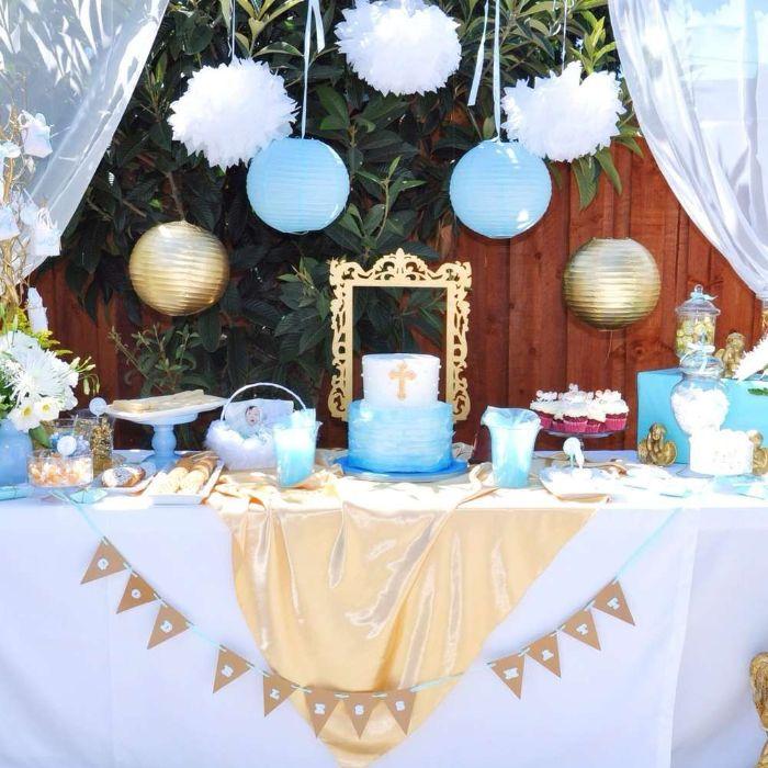 servietten taufe, tisch dekorieren, weiß blau golden, pompom deko, bilderrahmen golden, ideen