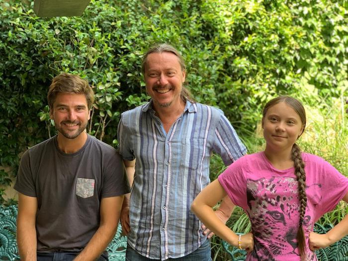 die umweltaktivistin greta thunberg, ein kleines mädchen mit einem pinken t-shirt und sein vater, das team malizia, der deutsche sportler boris herrmann aus hamburg