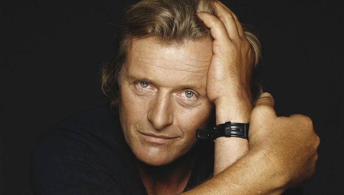 der schauspieler rutger hauer ist tot, ein alter mann mit blondem haar und blauen augen und einer schwarzen armbanduhr