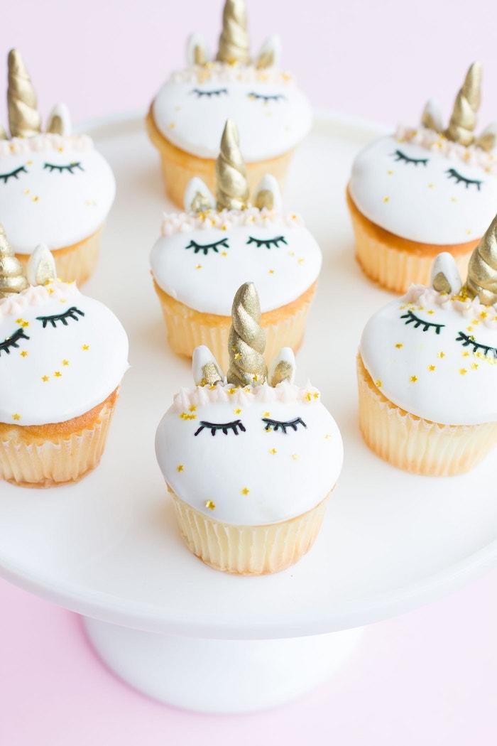 Einhorn Cupcakes selber backen und dekorieren, Party Essen für Kindergeburtstag