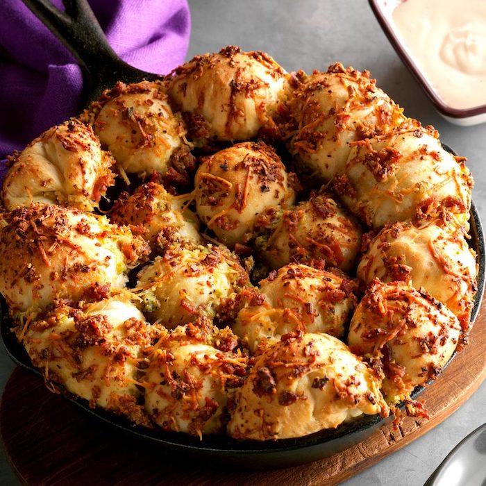 Bubble Bread selber backen für Party, mit Schinken und Parmesan, leckeres Fingerfood für Party