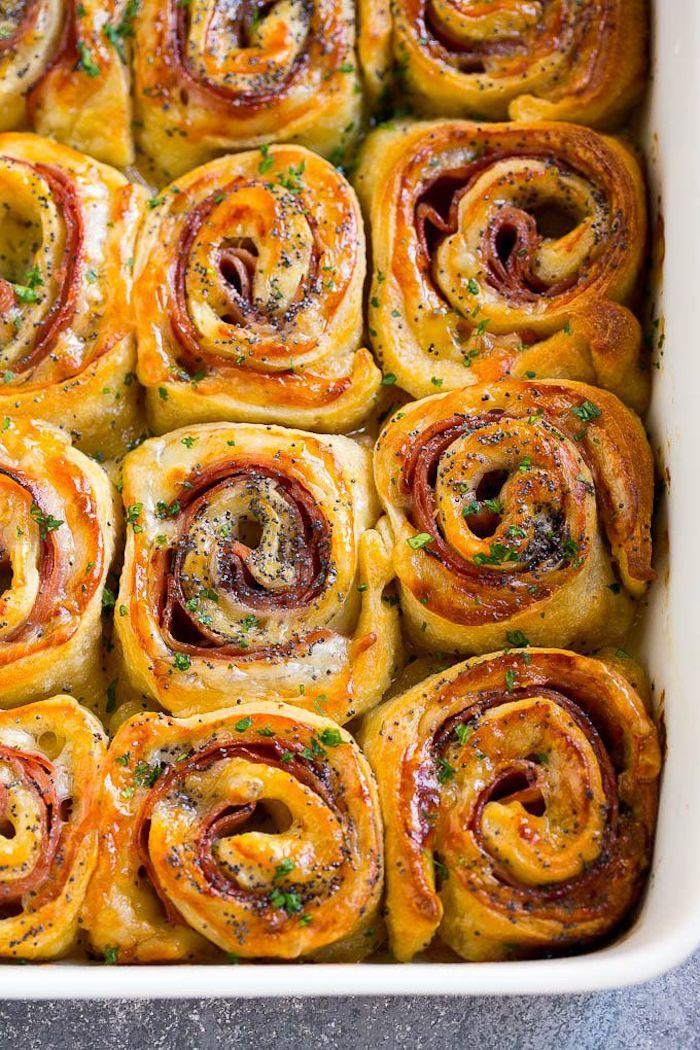 Röllchen mit Schinken und Parmesan backen, schnelles Fingerfood Rezept, leckere Party Snacks