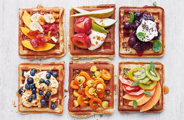 Waffeln mit Früchten, Party Essen einfach und schnell zubereiten, Snacks für Sommerparty
