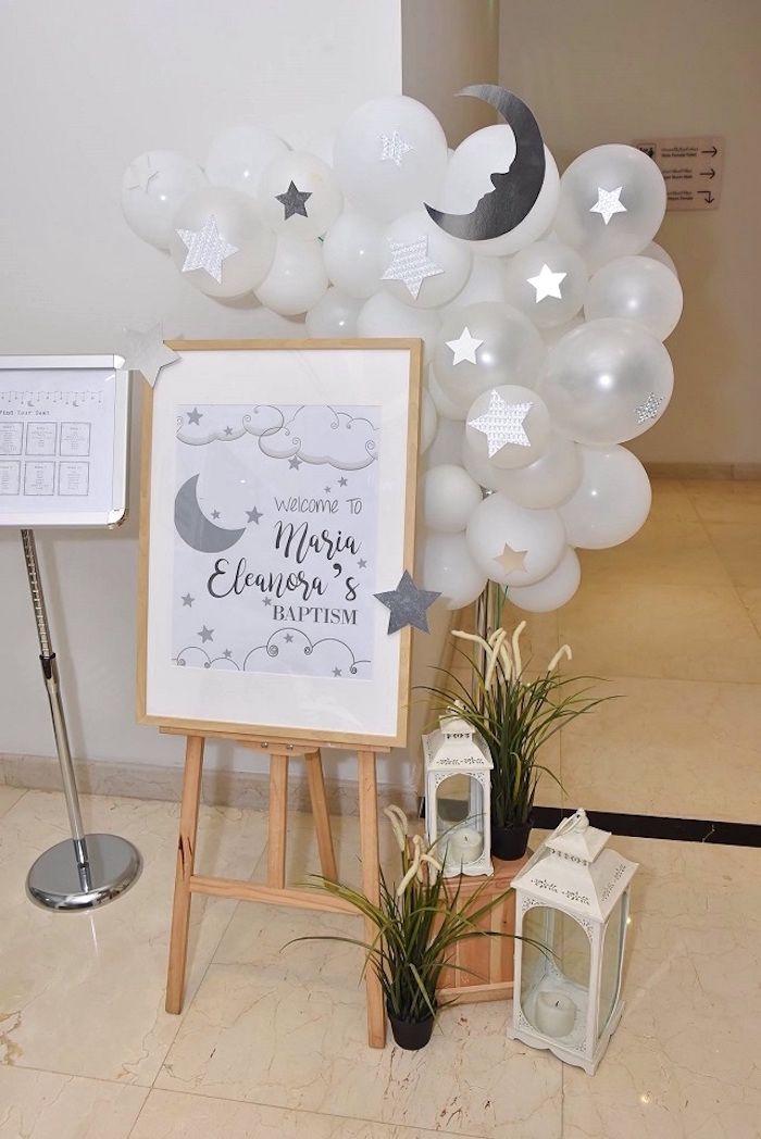 gastgeschenke konfirmation, willkommen mit einem schild sagen, balloons als deko, leuchen symbol der licht
