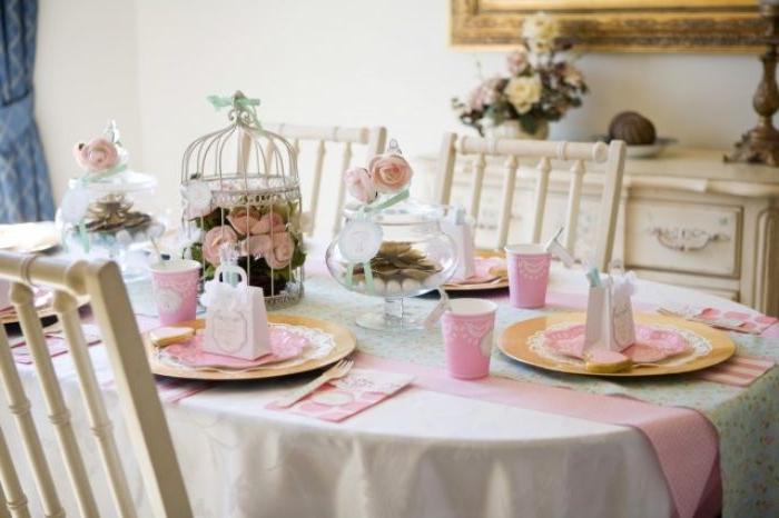 taufe deko ideen für den tisch, tischdeko ideen babyparty, weiß und rosa dekor