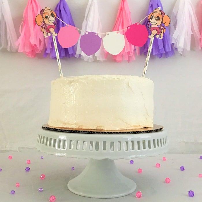 Geburtstagstorte mit Vanillecreme, Zuma Figuren aus Papier, kleine Papiergirlande