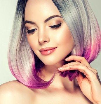 haar trend 2019 bunte haarfarbe, kreativer stil für junge damen, lila spitzen, blaue haare dunkle ansätze