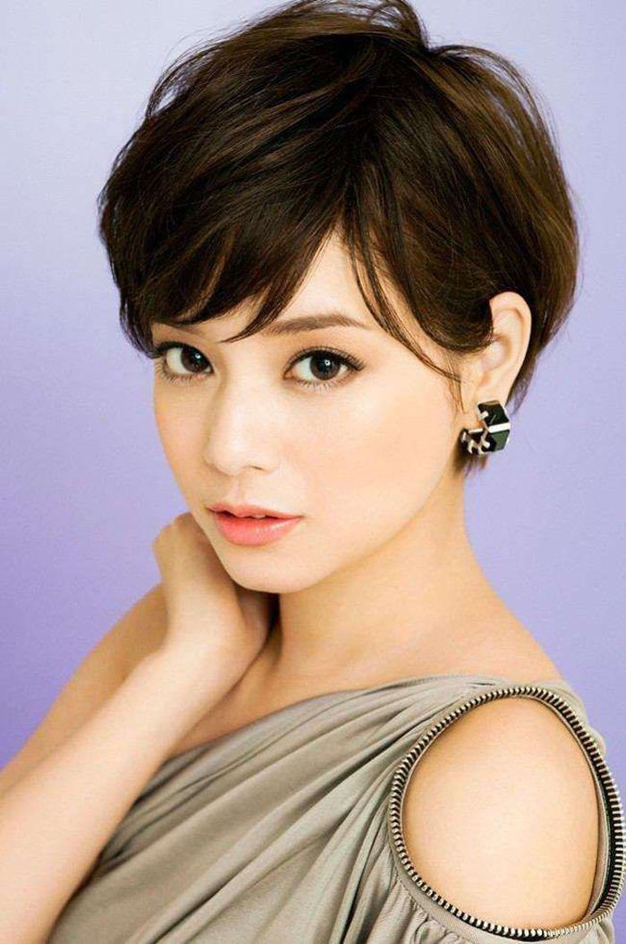 haare 2020, kurze haarfrisur in asiatischem stil, mode haare, dunkle haarfarbe natürlich