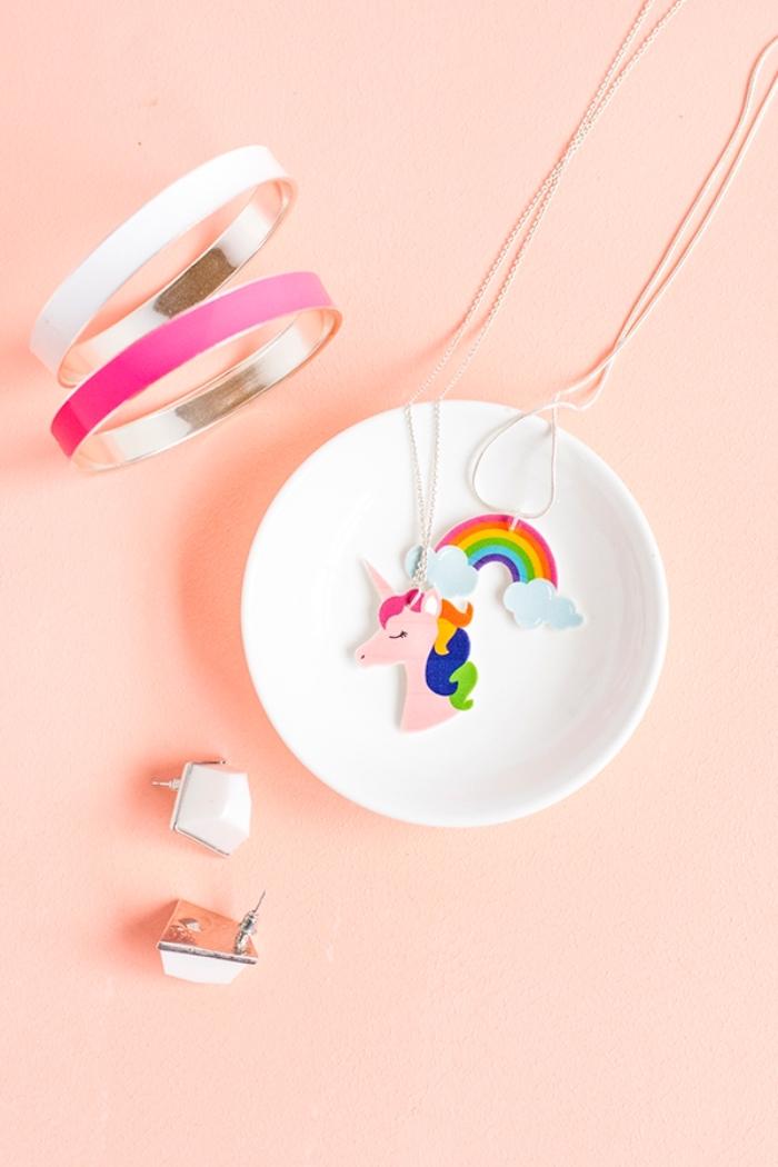 halskette selber machen, schritt für schritt anleitung, kettenanhänger selbst gestalten, einhorn, regenbogen