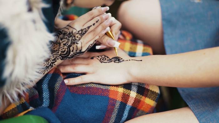 Ideen für schöne Henna Tattoos, temporäre Tattoos für Frauen, coole Tattoo Motive