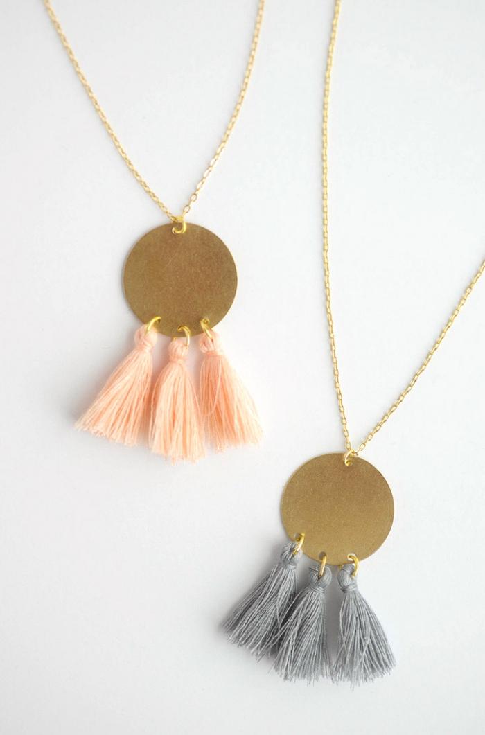 ketten selber machen, selsbtgemachte halsketten aus troddeln und goldenen kreisen, schmuck basteln