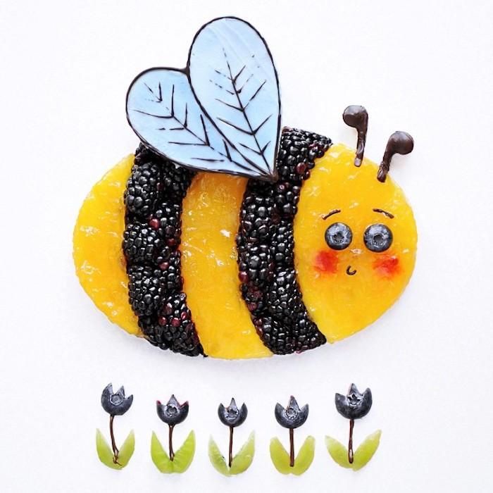 Kunst mit Essen selbstgemacht, Biene aus Brombeeren und Pfirsich, Tulpen aus Blaubeeren