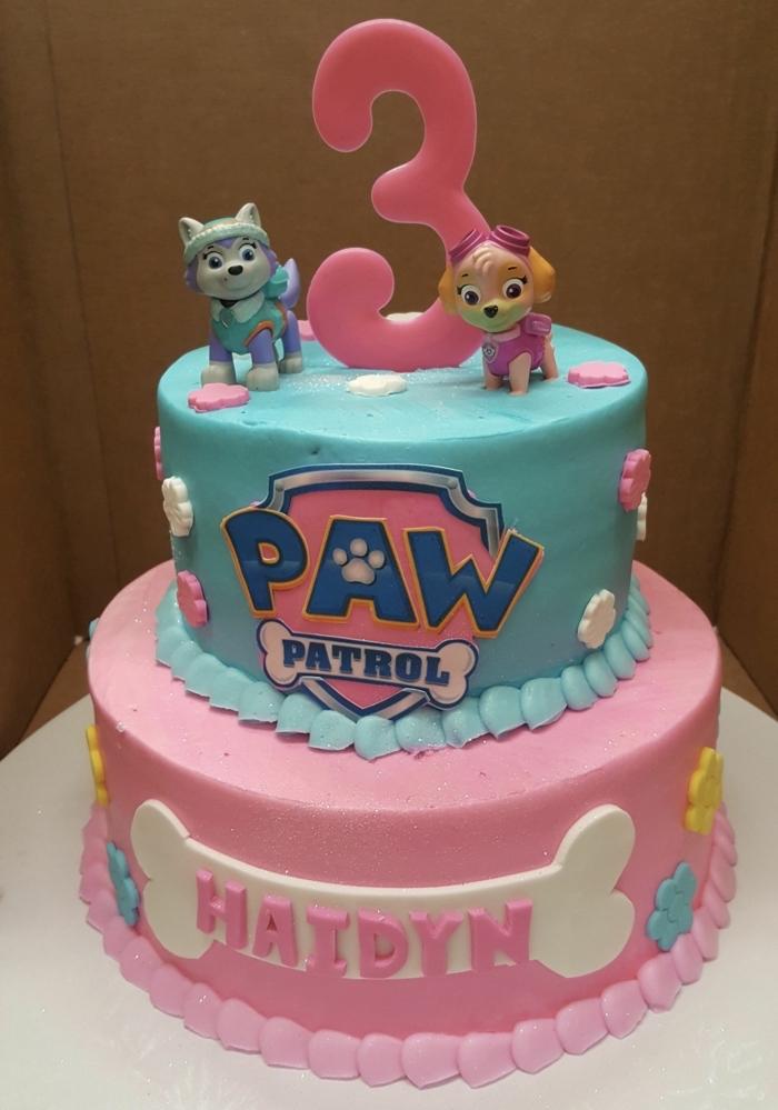 Zweistöckige Geburtstagstorte mit Paw Patrol Figuren, zum dritten Geburtstag, rosa und blau