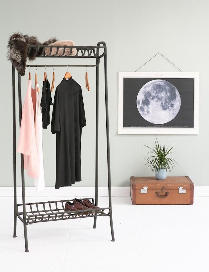 Moderne Kleiderstange, vielfältig einsetzbar und praktisch