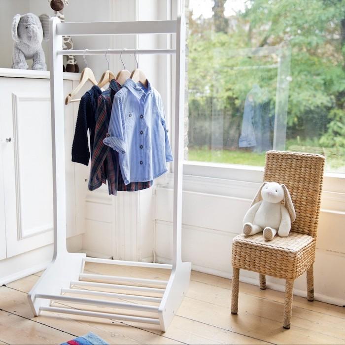 Kleiderstange, praktische Lösung für ein modernes Schlafzimmer