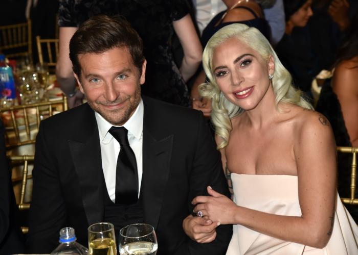 Lady Gaga und Bradley Cooper schön gekleidet, Lady Gaga mit einer lässigen Frisur