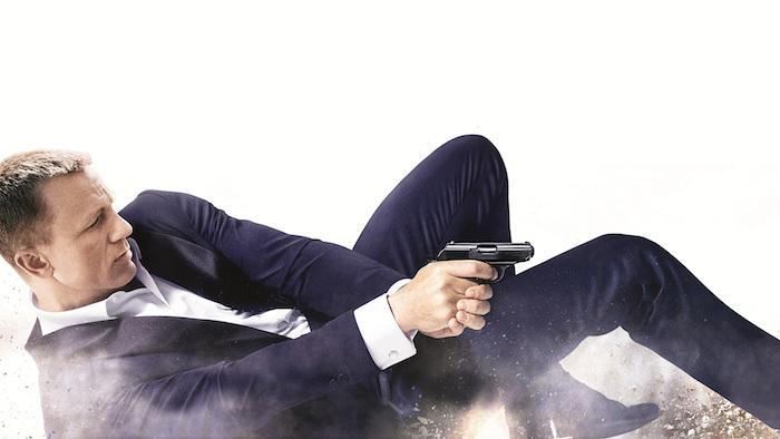 der schauspieler daniel craig, ein mann mit einer schwarzen pistole und einem weißen hemd und kostüm, james bond