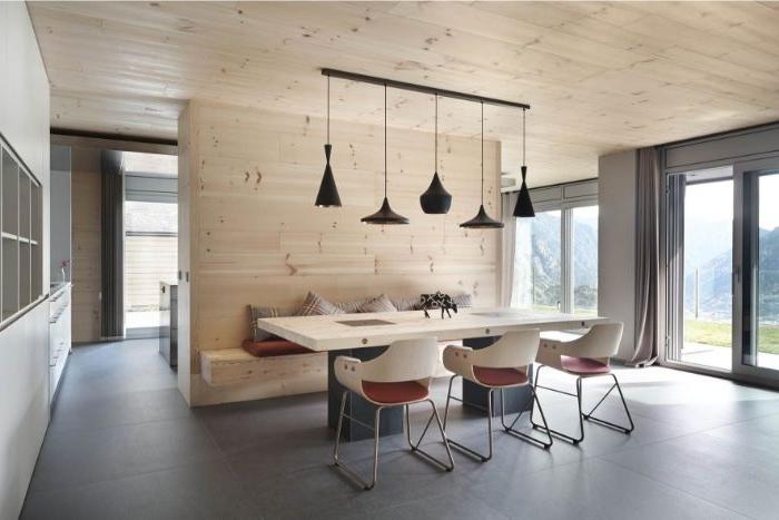 weniger ist mehr, esszimmer, essbereich dekor ideen, tisch mit bank und stühlen, fünf lampen
