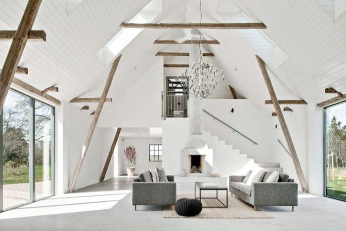 minimalismus lebensstil, weißes haus, interieur skandinavischer stil, graues sofa, kleiner kaffeetisch