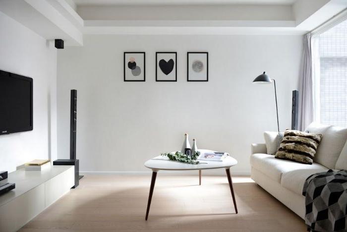 minimalismus tipps, dekor und design ideen zum inspirieren, ein zimmer mit weißen wänden und kleine deko bilder mit schwarzen elementen zum dekorieren