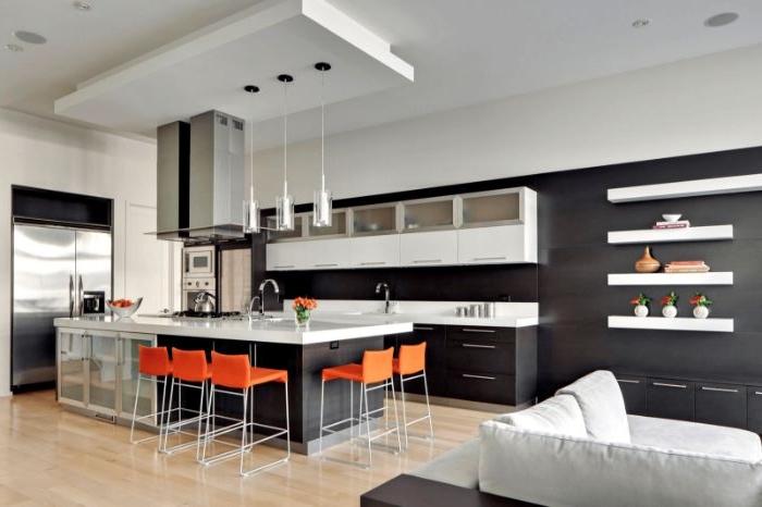 minimalismus lebensstil, orange farbakzent in der wohnung, schwarzweiße wohnung mit einem akzent