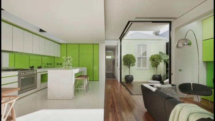 minimalismus tipps, weiß und grün, grüne akzente im minimalistischen haus, küche