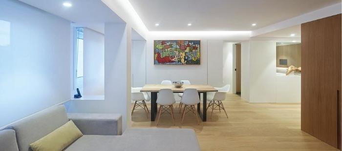 minimalistisch leben erfahrungen, moderner minimalismus in hellen farben mit buntem wandbild