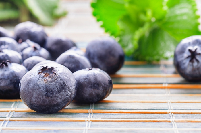 naturheimittel, blaue beeren, blaubeeren vorteile für die augengesundheit, früchte reich an vitamin a