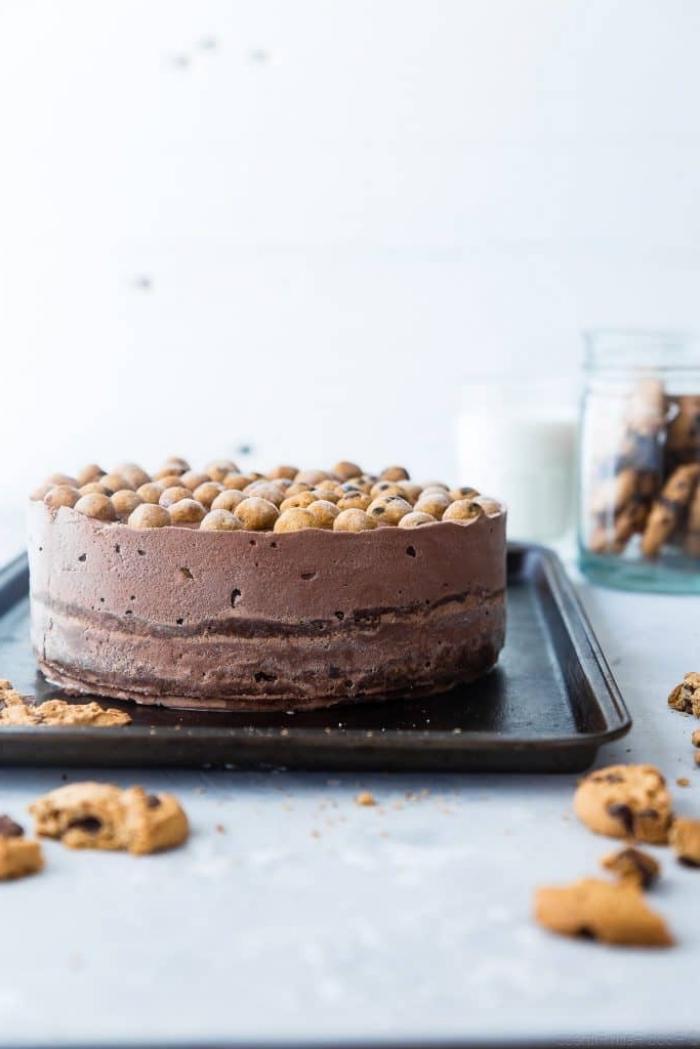 no bake kuchen, geburtstagstorte ideen, torte mit schokolade und keksen, escremetorte