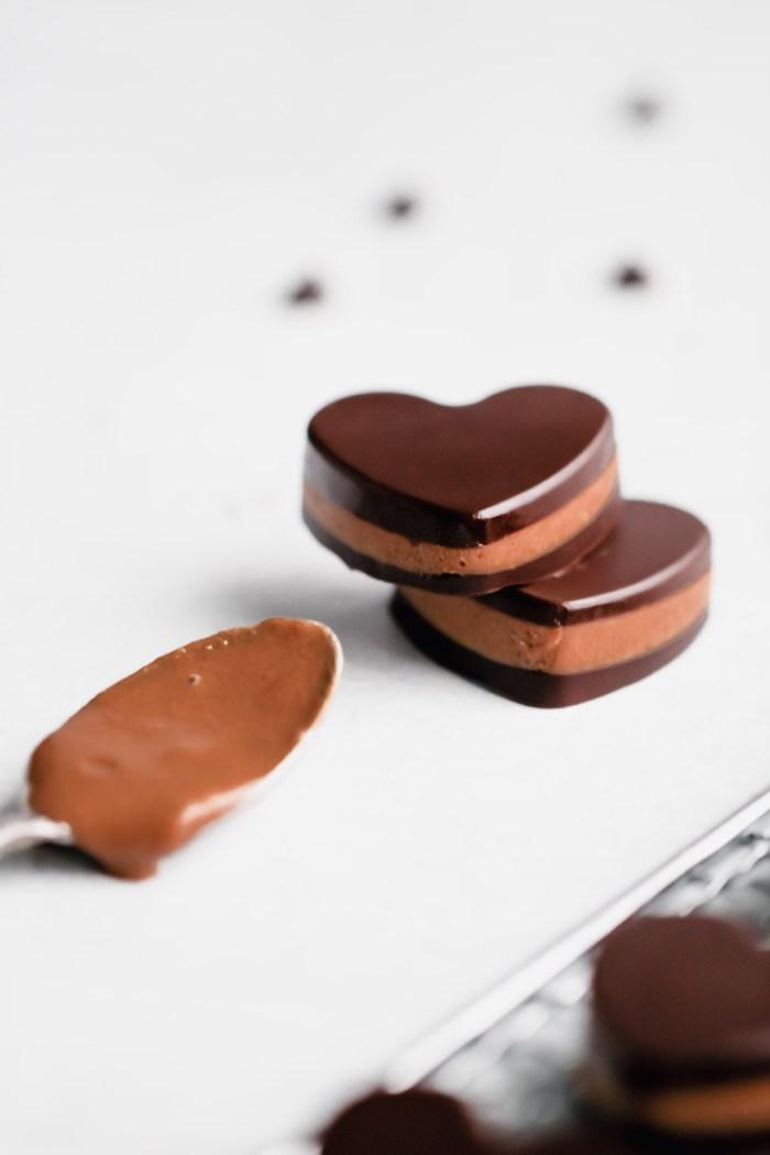 Herzen aus Schokolade selber machen, Idee für leckeres Party Essen, Fingerfood süß