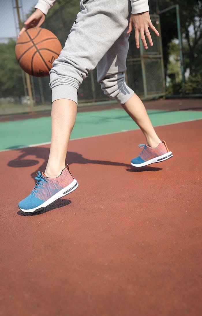 Die Basketballschuhe sollten spontane und schnelle Bewegungen erlauben