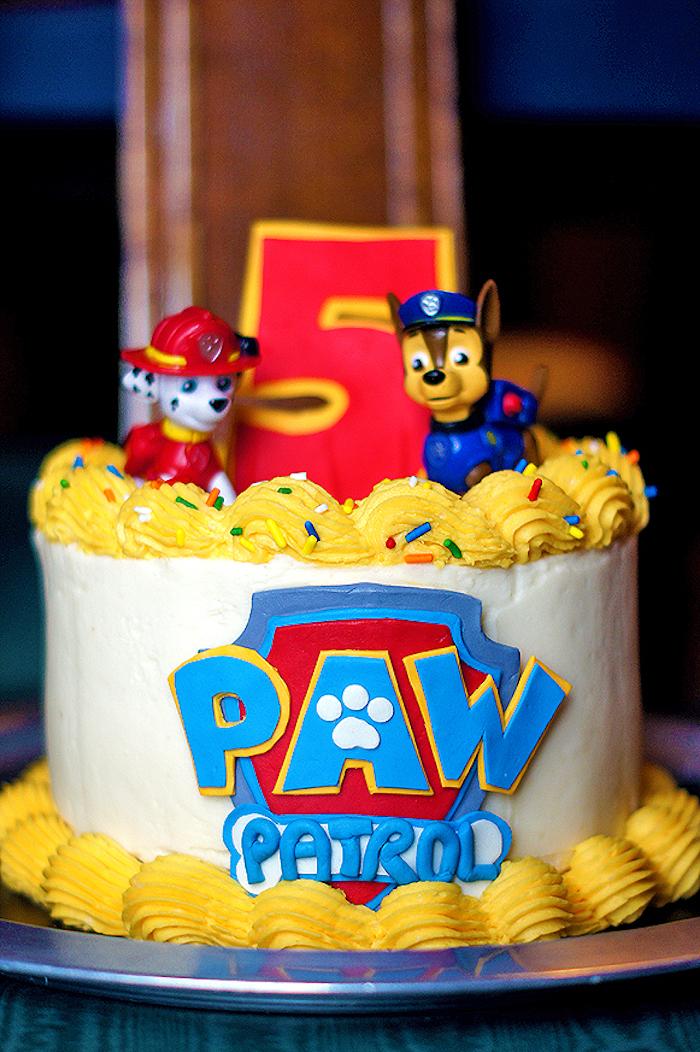 Paw Patrol Kindergeburtstagstorte mit Marshall und Chase, Torte mit Vanille und Zitronencreme und Zuckerstreuseln