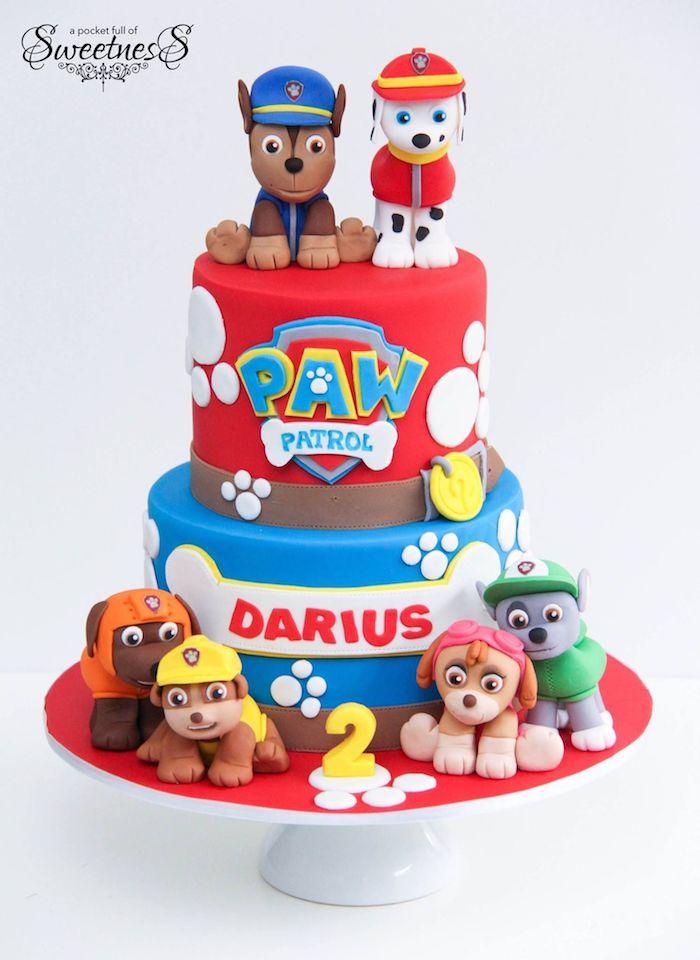 Ausgefallener Kuchen für Kindergeburtstag, mit Paw Patrol Tortenfiguren, zweistöckige Fondant Torte