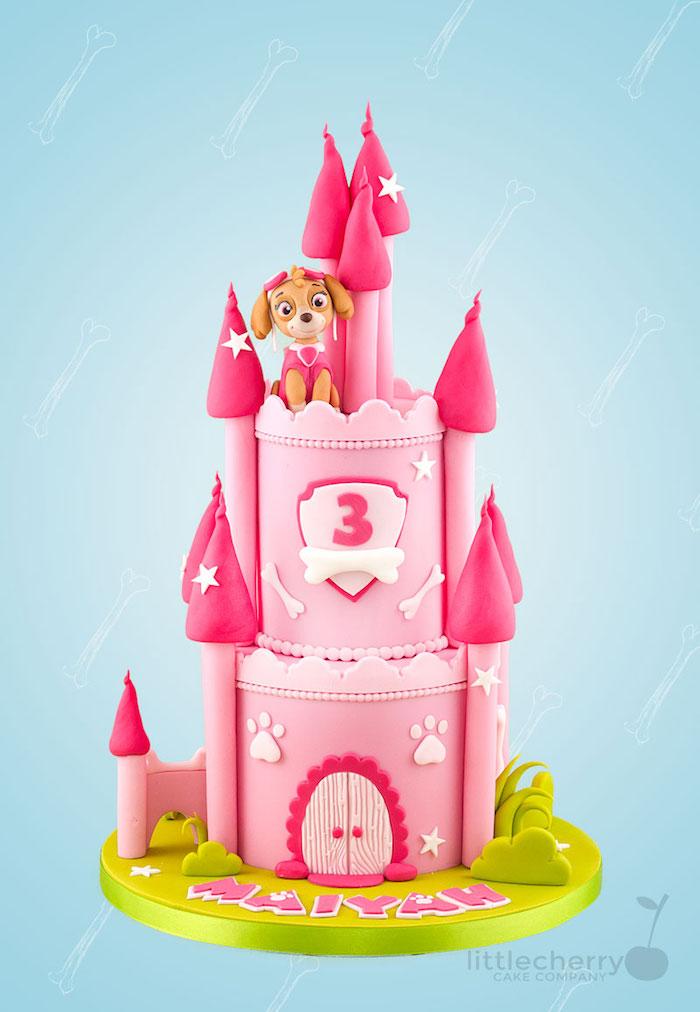 Paw Patrol Kindergeburtstagstorte mit Skye, rosa Schloss mit Türmen, Fondant Torte zweistöckig