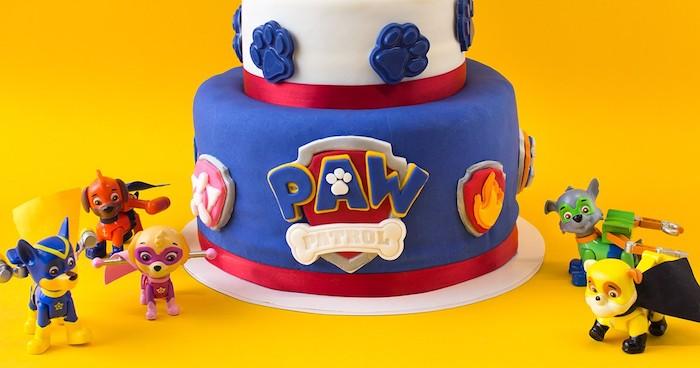 Fondant Torte zum Kindergeburtstag mit Pfoten und Flammen, Paw Patrol Tortenfiguren