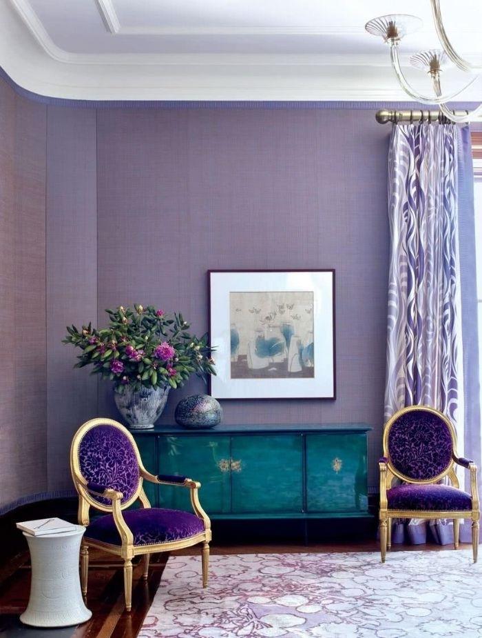 petrol farbe kombinieren lila, türkis, weiß und petrol zusammen mischen, eine grüne pflanze mit rosa blüten