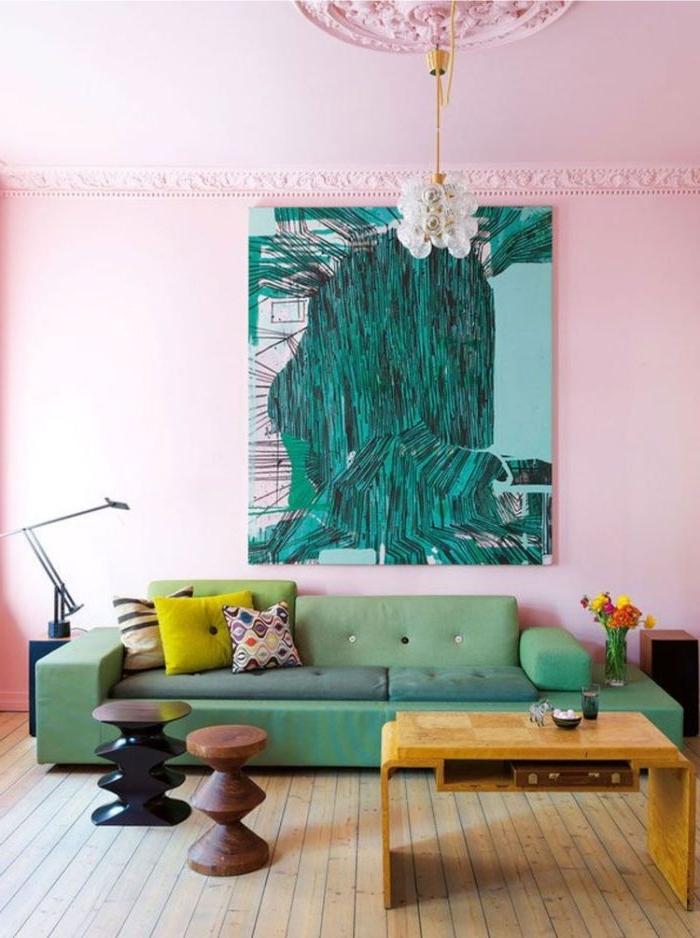 petrol farbe in der wohnung, dekoration an der wand, wandbild in petrol farbe, sofa in hellgrün, rosa und petrol