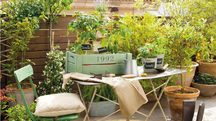 möbel für kleinen balkon, landhaus stil dekorationen auf terrasse oder balkon ideen